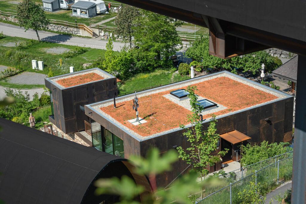 Spenglerei Burtscher Vorarlberg, Flachdach, Spenglerarbeiten, Dachspengler, Dacheindeckung, Dachsanierung, Alpencamping Nenzing
