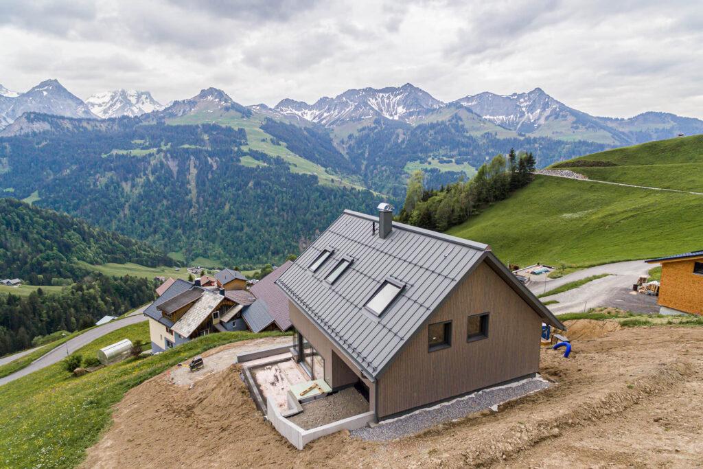 Spenglerei Burtscher Vorarlberg, Dachspengler, Dacheindeckung, Dachsanierung, Prefa Dach Vorarlberg